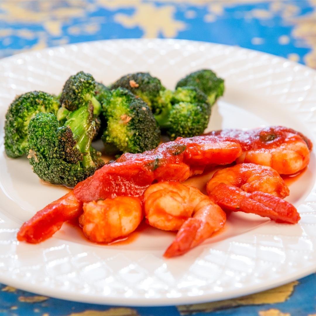 Shrimp in Tomato Sauce and Broccoli