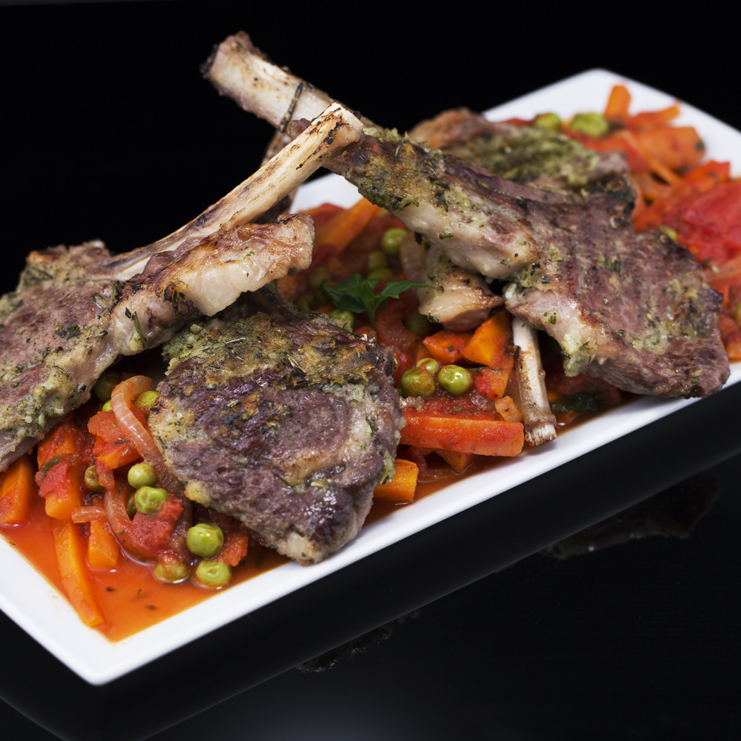 Herbed Lamb Chops with Carrots and Peas