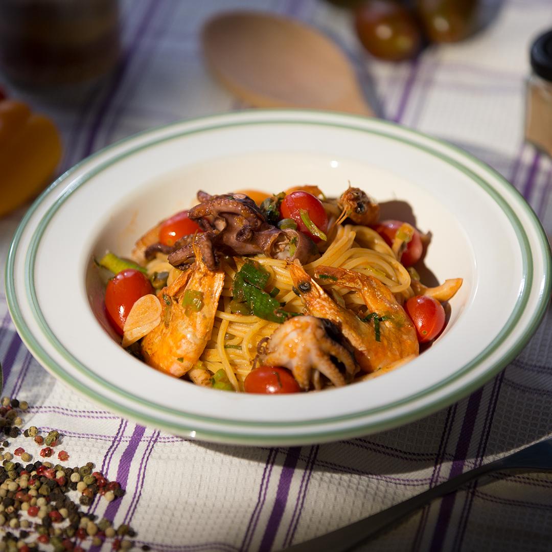 Seafood and Tomato Sauce Spaghetti