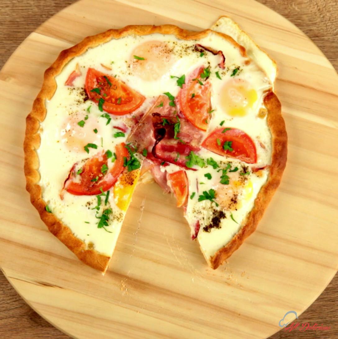 Mozzarella and Bacon Pizza