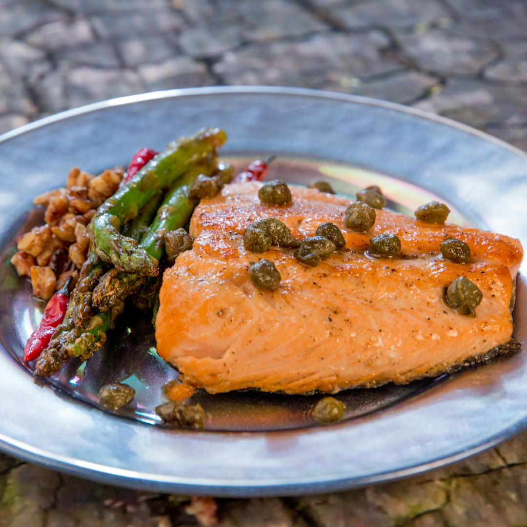 Salmon with Asparagus and Capers