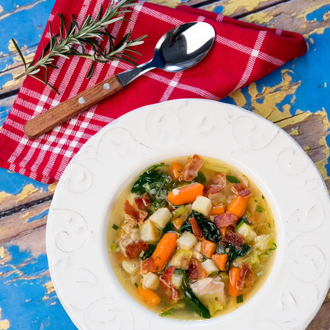 Bacon-Topped Chicken and Spinach Soup