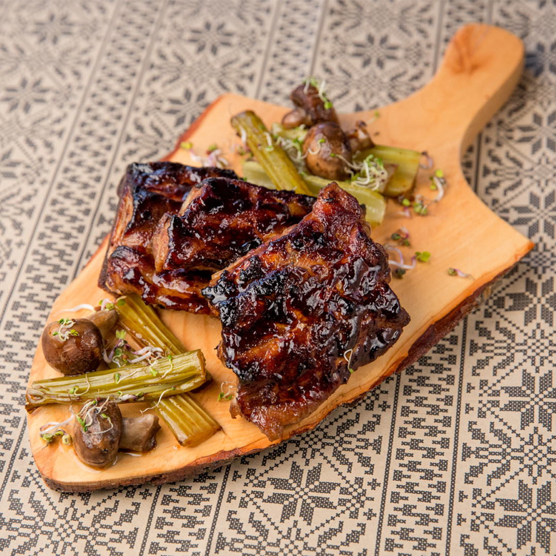 Barbecue Ribs with Mushrooms and Celery