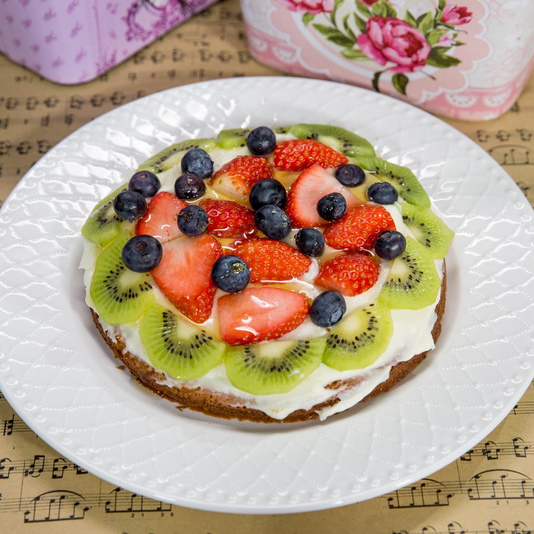 Fruit and Cream Cheese Sponge Cake