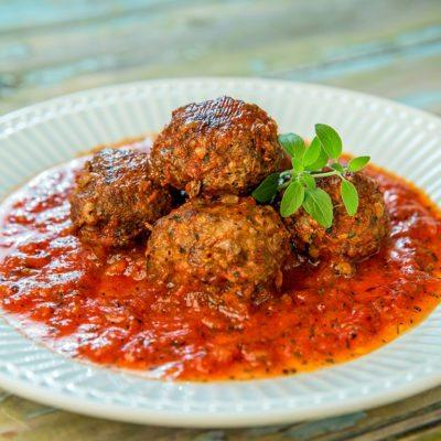 beef meatballs with veggie sauce